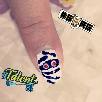 Halloween nail art.. #ishanailart #nailart #naildesign #creativity #halloweennails #halloweennailart #whitenails #blacknails #fun #happy #enjoy #designypurnailsbyisha #wordpressblog #lovetodesignmynails #lovemynails #swag #talenthai