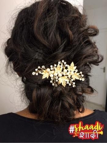 Gorgeous bridal hairdo by me #wedmealready #roposoweddings #bridalhair #bridalhairstyle #bridalhairdo #makeupandhair #indianbride #softlook #elegant #elegance #soroposo #shaadishaadi