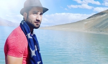 I am a wanderer passionately in love with life itself......... #tbt #ladakh #travelphotography #ladakh #wanderer #blogger #serene #destinations #india #travelstyle #scarf #casuals #hat #fashionblogger #traveller #soulfulplaces #heaven #ontheroad #biking #adventures #ladakhdiaries #travel #online #tshirts #dailypost #ropolove #stylist #journeys