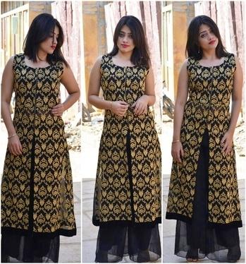 Festive mode ✨ #fashionbloggers #style #stylefile #indiantraditionawear #indianblogger #indianbeauty #styleguru #svstyling #sv_stylefile #roposofashionblogger #roposostylefiles #indowesternlook #elegancepersonified