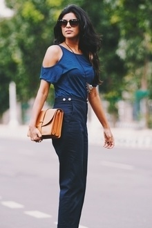 How to wear high waist trousers ? This look is now on the blog along with few ideas. Direct link below 👇🏼  http://www.myblackskirt.com/ideas-to-wear-high-waist-trousers/  #fblogger #bangaloreblogger #tips #ideas
