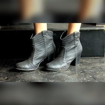 Love these leather boots from Qupid ❤️✨ Photo Courtesy: Siddharth Mesquita  Shoes- Qupid Shoes   #thefashionsyndrome #fashionista #shoes #shoelove #shoeaddict #shoestyle #shoesoftheday #shoegram #fashionstyle #fashiongram #instafashion #fblogger #followme #stylestatement  #styleblog #styleblogger  #likeit  #lookbook #wintercollection  #boots