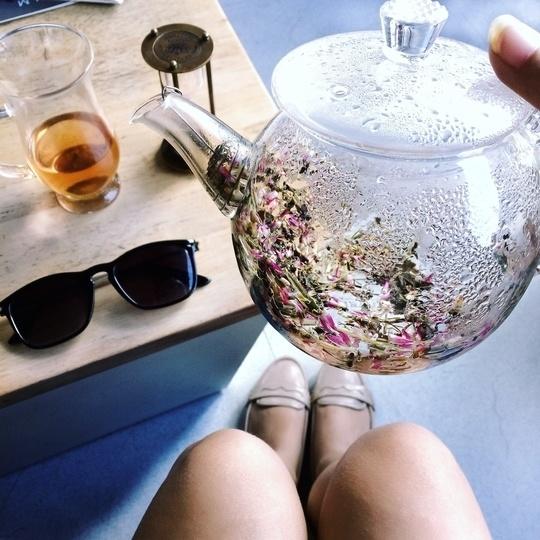 Lavender green tea , those shades 💜 #lifestyle #style #potd #inspiration #AFravelMovie . More on my Instagram - meenakshi_afravelmovie #brunch