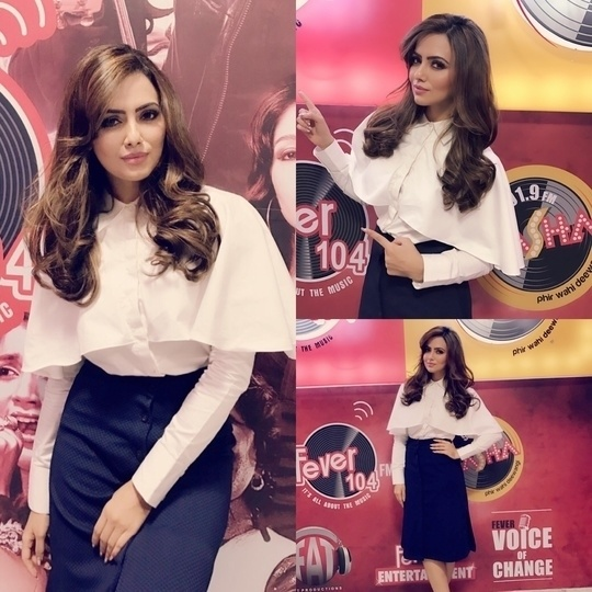 Wajah Tum Ho : Trend Alert  Actor @sanakhan21  was spotted in a trendy cape shirt and solid chic skirt while promoting her new movie Wajah Tum Ho. Another trend alert coming straight from Bollywood. Capes are going to be in trend race for long.  #wajahtumho #movieromotions #capes ##wajah tumho#sanakhan #wajah tum ho #wajahtumho   Visit the link for full on entertainment : https://www.youtube.com/watch?v=Wr8BcNjuKlQ&authuser=0