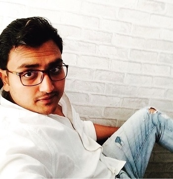 #loveforwhite #chashmish #officeselfie