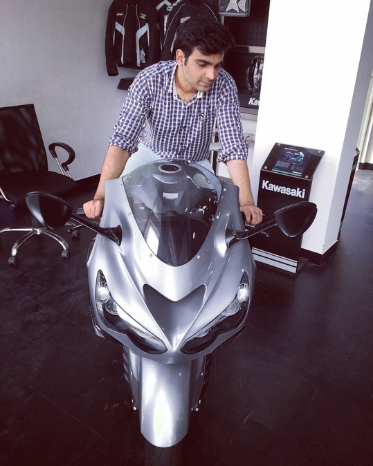 Can't Touch this, fastest friday  #superbikes #delhi_igers #Fashion #supercars #roposolive #fastrack #iphoneonly #delhi #indian  #cars
