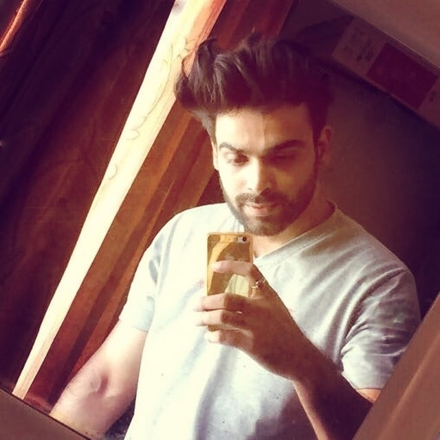 #Gentlemansclub #Selfie #Fashion #mirrorselfie #iphonesia #delhi #indianblogger  #streetstyle #fashionfables