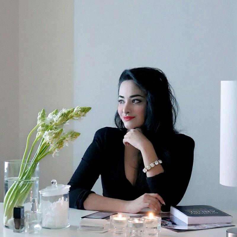 Rhea Khan : At my studio  #styleblogger #fashionista #model #selfie #nofilter #beauty #makeup #dxb #beautyblogger #glam #bloggerstyle #trends #fashionblogger #chic #soroposo #fashionblog #roposobeauty #newdp #styleblog #designer #roposofashion #roposostyle #instagram #followme #emirates #dubai #uae