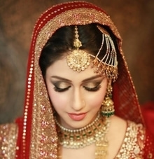 Bridal Makeup should bring out the bride's best features, and make them look the most beautiful version of themselves... HD Bridal Makeup starting from Rs.10999* Also avail upto 30% discount on Pre-Bridal Services Limited Period Offer! Book now to avail the offer... New Rajinder Nagar Outlet ☎ 011-42412311/9871943911 Defence Colony Outlet ☎ 011-41556121/9910655455 Golf Course Road, Gurgaon Outlet ☎ 0124-4370222/9910016076 www.simranns.com