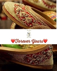 Add the finishing touch to your trosseau with Blingjutti's ❤F O R E V E R  Y O U R S❤️ pair.  One of the star pair of our collection in a perfect silk base adorned with glam embellishments ! Its Regal, Posh and Pompous to give you the ultimate swagger on your D-day 💃💃💃💃💃 Shipping worldwide ✈️. Dm/Watsapp +91-98884-72794 for details!!  #juttis #jootis #khusaas #designerjuttis #flats #festivalseason #jutti #punjabijuttis #silkjutti #khussa #joothis #bride #indian #indianbridalweek #asianbride #indianbride #2017 #instafollow #like4like #follow4follow #picoftheday #wedding #mehendi #makeupartist  #middleeast #lehenga