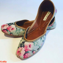 Release the flower power with these beauties. Available on #Kraftly Buy Now: http://bit.ly/2itNfMb #Onlineshopping #LikeforLike #FollowForFollow #Picoftheday #FloralJutti