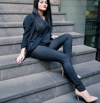 Rhea Khan : Daywear casual look  #selfie #jeggings #nude #shoes #trend #fashion #style #fashionblogger #dubai #designer #soroposo #roposolove #lookoftheday #casual #fashionista #makeup #mua #dxb #paris #aliabhatt #blogger #bloggerstyle