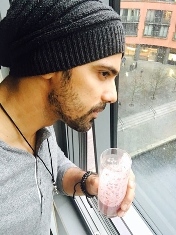 The Only thing i look forward to when i am travelling outside india is My BerryProtein Shake and if there is any snow outside !! #WaitingForSnow #Health #keepingFaithInWeatherForecast  #London #LoveMyLife #OneLife❄️  💪 🇬🇧
