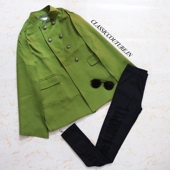 Keep warm & comfy 💚💚💚 Olive Slit Sleeves Long Coat : ₹2999/- (XS,S,M) (CC2968) Black Ripped Jeggings : ₹1199/- (24,26,28 waist) (CC2967) Black Bold Rim Sunglasses : ₹1099/- (with zip case) (CC2123) Shop 👉🏻 CLASSICCOUTURE.IN Whatsapp no. 9811972736📱 10% off on PayTm Payment 👍🏻
