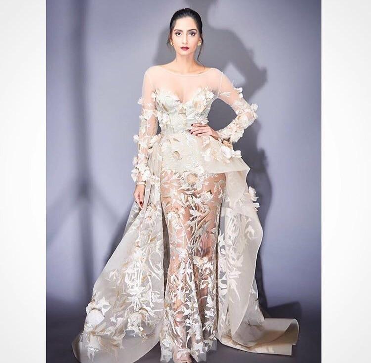 Her ♥️ #sonamkapoor #filmfare #filmfareawards2017  #redcarpet