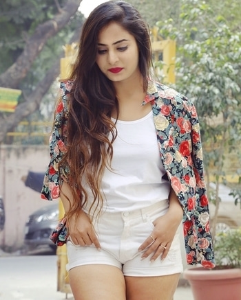 I'm one fascinating girl; I'm not going to lie.💕 Top :- @bewakoofofficial  Jacket :- @globusfashion Shorts :- @forever21 Pic credits - @nishu_shutterbug  #instafun #instagram #instalike #l4l #like4like #likeforlike #likes4likes #likesforlikes #likes #fashion #girl #beautiful #photooftheday #dxb #india #makeup #fitness #selfie #hot #cute #igers #igs #love #like4follower #follower #followforfollow #follow #follow4follow