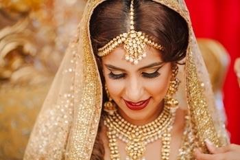 This bride seems to have an inner sparkle just like her gorgeous diamonds!  Photo : Diva Studios  #bride #indianbride #sparkle #weddings #weddingaccessories #bridaljewellery #bridesdiaries #indianweddings #beautifulbride #instalike #instagood #instabride #ropobride #ropolove