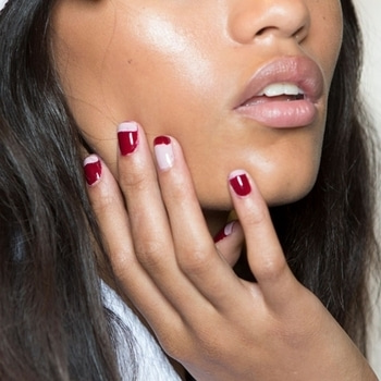 2017 is the year of adding a second hue to your nail colour. It can be a mixed metallic look  or gradient manicure. The idea is to club two colors that compliment each other. #nailart #nailart2017 #trendalert #2colours #nailcolor