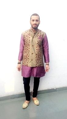 Ethinic wear .... . . . . #indianwear #ethinicwear #fashionblogger #delhi #bloggercontest  #fashion #fashionbloggers #indianfashionblogger #roposo #roposodaily #designer #designer-wear #designer