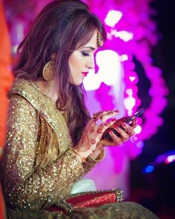 #weddingdiaries #bestieswedding #goldenlehenga #caughtinmyusualpose #alwaysonphone