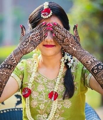 Mehndi lovers! Can anyone find the groom's name? 😀  Let us know in the comment section!   Photo: knottydays   #weddingz #weddingzin #bride #indianbride #bridalmehendi #mehendiceremony #weddingphotography #weddinginspo #instalove #floraljewelleryforbrides #floral #instabride #instawedding