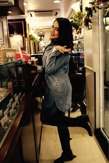 The ultimate way to make the moment valuable is to welcome it with a smile and enjoy every bit of it.!!😘  @frenchconnection_official #denim  @forever21 #denimjacket @dunes_oficial #leathershoes #instagram #instalike #fashiongram #soinlove #smile #instamoment #fashionista #ootd #beautiful #style #divyascloset