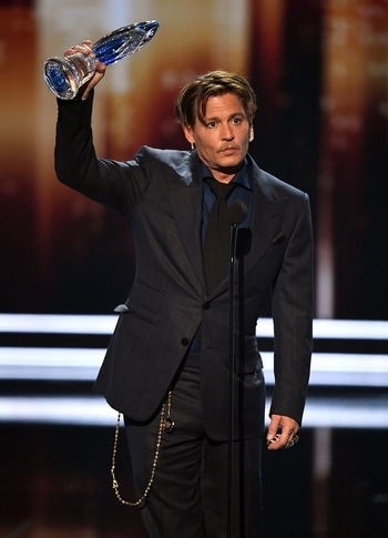 Super psyched about Johnny Depp winning the people's choice award for the favourite movie icon. I cannot think of anyone else more deserving.   He looked gorgeous like always and made an emotional thankyou speech which took away my heart yet again.  Checkout his heartfelt speech here: https://www.youtube.com/watch?v=B_jR8r6lUuM  #johnnydepp #peopleschoiceawards #hollywood #favouritemovieicon #favourite #love