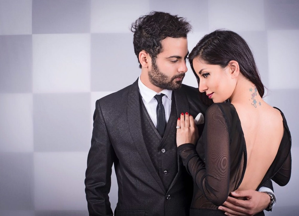 Hold her close and let eyes do the talking!! #coupleshoot #couple-photography #classicman #classyblack #classylook #intimate #suitup #roposoblogs #roposomen #followmeonroposo #rohitbhatiaofficial  #formalwear