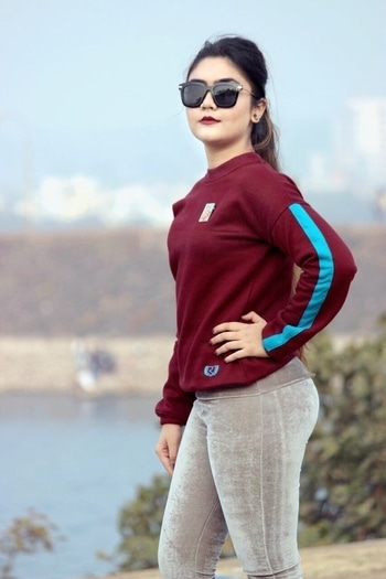 I'm all set for running-errands-kinda-day in this sweatshirt by @rigo.in which is the in the hottest shade of the season- Burgundy. Paired with velvet leggings (NOTE- Velvet is the IT). Also sprinkled a hint of quirk by adding a pin to a rather plain sweatshirt.  Whats your idea of a low key winter look? Xx . Tap the link in  for this new blog post http://somy.co/2017/01/18/keeping-fuzzy-rigo/ . . . . . #POPxoBlogger  @popxodaily . . . . . . #winterfashion  #fashionblog  #fashiondiaries #lookbook #styling  #fashionblogger  #chic  #fashionblog #styleblogger #outfitinspiration #wiwt  #streetstyle #fitfam #lifestyle #shoutouts  #fbloggers  #indianfashionblogger #effortlessstyle #followtrain  #squatspo #sweaterweather #sweatshirts #styleinspo #velvet #leggings #collaboration #fashiongram #indianblogger #trendy