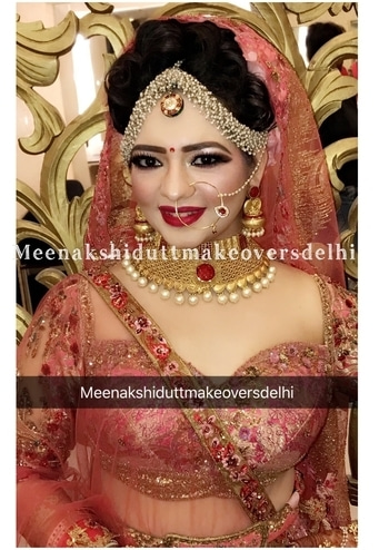 Bridal look with eye stopping effectiveness #meenakshidutt #meenakshiduttmakeoversdelhi #makeupartistsworldwide #makeupguru #makeupartistindia #makeupartistdelhi #muadelhi #roposo-makeupandfashiondiaries #brides #weddingmakeup #indianbride #indianbridalmakeup #bridalmakeupartistindia #indianweddingjewellery #makeupforbride #bridalmakeup #bridalmakeupartistindia  #makeup