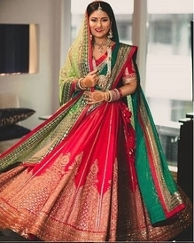 Bridal twirls always capture our hearts like no other ❤  This red and green combo goes so perfectly!  Photo: Gautam khullar photography   Lehenga by Sabyasachi  MUA: Make up artist tamanna  #weddingz #weddingzin #gautamkhullarphotography #twirlingbride #sabyasachi #sabyasachibride #bridalwear #bridallehenga #twirl #indianbride #bride #instalove #instagood #instalike #instabride #instawedding #weddinginspo #weddingideas