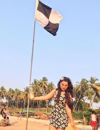 When u get #colour coordinated #flag 👻👻 . . . . . . . . . #blackandwhite #travel #travelphotography #travelgram #travelwithme #traveller #traveldiaries #goa #goadiaries #beach #beachbum #wanderlust #travelinstyle #stylecheck #fashion #fashiondiaries #outfit #whatiwore #outfitinspiration #instagram #reminiscing #fashionblogger #fashiongirls #soroposo #travelsoul #gramoftheday #potd #stylingtips