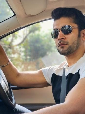 Getting some #sun ;) #men #gymrat #muscle #lean #saturday #aviators #shade #car #beard #menshair #tee #gymrat #selfie #depth #nye #sunglasses #sunlight