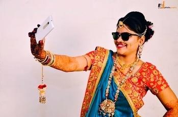 First let me take a selfie..!!#selfiequeen👑. #RahuldawawalCollective #RahulDawawala #WedMeGood #Popxodaily #MyPixeLDiary #Colours #BrideBook #destinationwedding #indianwedding #indianbride #indiancouple #tredition #traditionalwedding #weddingdecor #weddingday #weddingphotography #candidmoments #candidphotography #photooftheday #bigfatwedding #weddingdress #dulhanwear #dulhanbride #brideoftheday #shwetawahi #loveforever #indianwedding #weddingswag #bridesentry #rd_photographer
