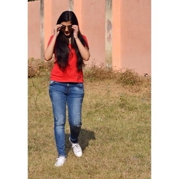 Another candid moment!   #fashion #roposotalks #blogger #bloggerlife #bloggerstyle #bloggerdiaries #lifestyleblogger #roposoblogger #vote #candidphotography #fashionblogger