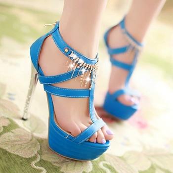 #heel #highheel #heelstyle #heelfashion #haircolor #roposo #roposofashion #heelcolor #streetstyle #streetfashion #fashion #ootd #heels #guess #summers #lookbook #sleek #roposo #roposolove #roposostylefiles #roposodaily #flowerheel #heelove #heelover