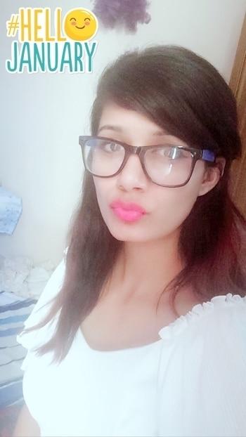 #roposo#girl#2k17#white#chashmish#pink#lips#swager#👸#too#much#thandi⛄️⛄️⛄️ #HelloJanuary