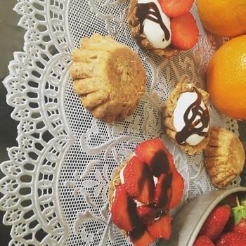 Freshly baked tarts 🍒with strawberries #tarts #strawberries #desertlove #homebaker #foodstylist #happiness