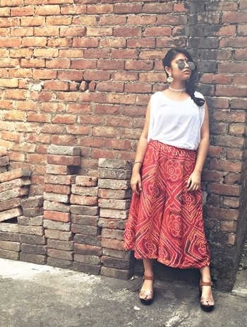 Convert your bandhani dupatta to a pair of culottes! Pair it with a plain white basic top, lace choker and traditional earrings. Full blog post on- www.theinspirarevogue.wordpress.com  #Roposo #SoRoposo #Roposoaddict #Fashionblogger #Indianblogger #Indianfashionblogger #Teenfashionblogger #Ethnics #Love #Roposotalk #Bandhani #Traditionals #Fblogger #Fblog #Wordpressblogger #Indianblogger