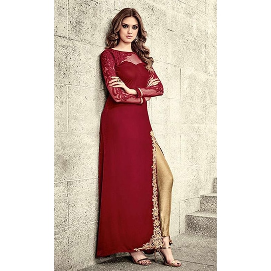 #PartyWear A-line #VelvetSuit • Fabric : Velvet • Bottom Fabric : Bnarasi Silk • Dupatta Fabric : Chiffon • Size : Semi-Stitched on this #Wedding #FreeShipping in #India  http://www.ishimaya.com/salwar-kameez/all-collections/a-line-party-wear-velvet-suits/red-party-wear-velvet-suit.html?utm_source=roposo&utm_medium=refferal&utm_campaign=smo