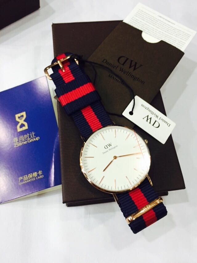 """OG Daniel Wellington Watches @ ₹4199/- With Box 7 pics inside. . Click on """" View Full Story """" to see all of them For orders you can  1.) Whatsapp on 09650483403 2.) Send email on brandaholics.store@gmail.com #watches"""
