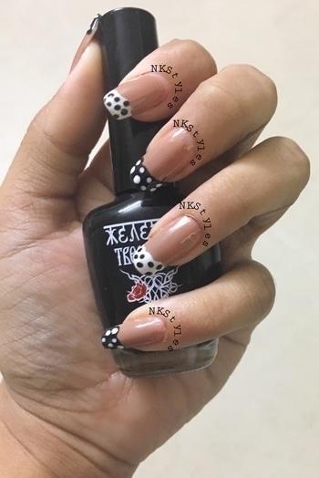 French manicure with polka dots 💅🏼😍 #nailartlove #frenchmanicurewithtwist #frenchmanicure #frenchmanicurenails #indianblogger #indianbloggercommunity #indianbloggersroposo #indiannailartist #indianyoutuber #bbloggger #youtubeindia #youtubecreatorindia