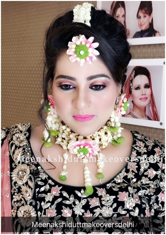 Mehendi makeup look #meenakshidutt #muadelhi #makeupartistindia #bridallook #mehendiceremony  #makeup