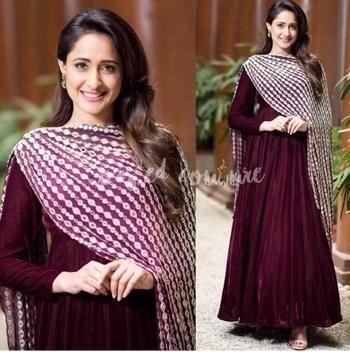 #pragyajaiswal  stuns in this rich #Berry hue ensemble by #ridhimabhasin  📌this post for future shopping reference from the link in the bio #ToastorRoast 🥂#ToastedCouture                        #tollywoodactress #southindian #nagarjuna #omnamovenkatesaya #indianfashion #indiandesigner #desifashion #desistyle #ethnicwear #ethnicstyle #celebritystylist #stylingideas #styling #fashionstylist #fashiondaily #fashionblogger #indianwear #ethnicwear #designerwear #mirrorwork #anarkali