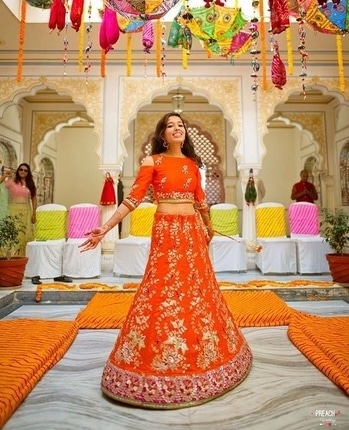 Bridal twirls, wedding swirls, gorgeous girls 💕💕 We cant stop drooling over her lovely orange lehenga  Photo: Preach Art  #bride #indianbride #sparkle #weddings #weddingaccessories #bridaljewellery #bridallehenga #lehenga #bridesdiaries #indianweddings #beautifulbride #instalike #instagood #instabride #ropobride #ropolove