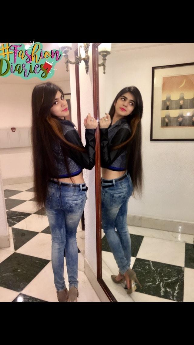 #mirror #haircolour #pinklips #heels #highheels #denim #croptop #leatherjacket #denimjacket #blogger #blog #fashion #newstyle #fashiondiaries