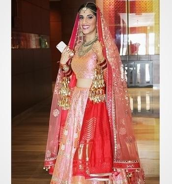 This stunning bride from Jaipur!! <3 #jaipurdiaries #jaipurbride #makeupglam #bridalmakeup #makeupbysurkhabanjum #bridestory #bridesofasia #indianbridalmakeup #makeupbysurkhabanjum  For appointments, reach me at- surkhab.anjum@hotmail.com
