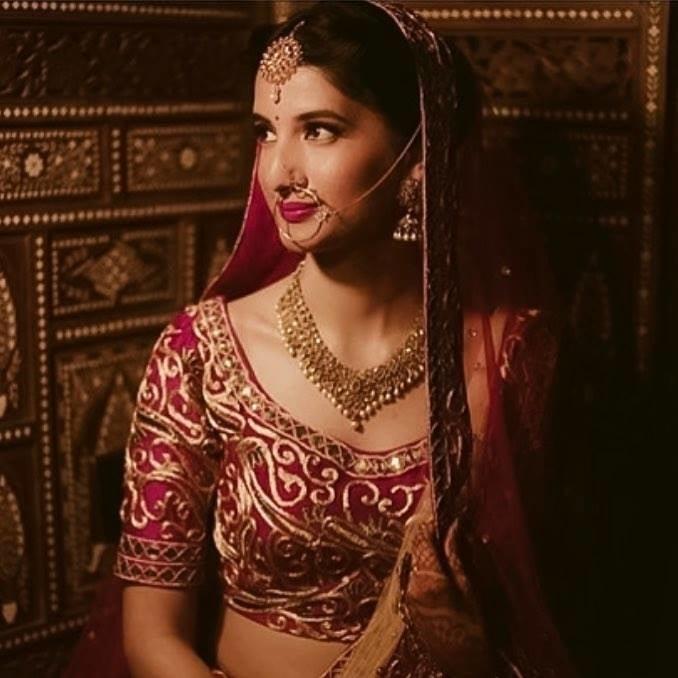 This beauty- Parul Gupta!! #weddingglam #instaluxury #royalindianweddings #chandigarhweddings #bridesofasia #bridesofindia  #indianbridalmakeup #makeupbysurkhabanjum For bookings, reach me at- surkhab.anjum@hotmail.com
