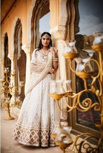 Bridal couture collection Inspired by the royal regalia and cultural heritage of the state of Rajasthan by Sue Me   #bride #indianbride #sparkle #weddings #weddingaccessories #bridaljewellery #bridallehenga #lehenga #bridesdiaries #indianweddings #beautifulbride #instalike #instagood #instabride #ropobride #ropolove