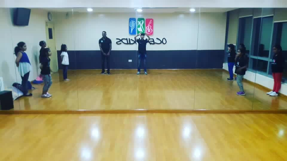 #sorposo #menonroposo #girlonropose #follow #dubai  udi udi jay choreography kids fun  srk fan raees movie